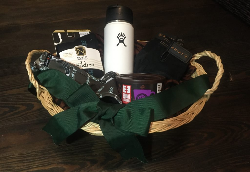 Create the perfect gift basket for equestrians, the gift every horse lovers will rave about